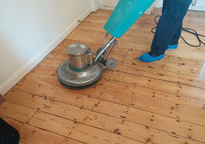 Hard floor cleaning Custom House E16