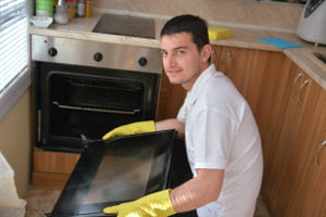 Oven cleaning Bedford SW12